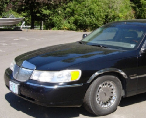 Blue Moon Limousine Towncar Service of Eugene